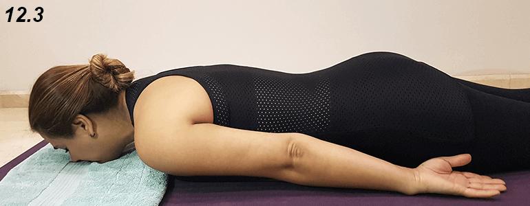 Si tienes demasiada rigidez en el estómago no bajes por completo, mantén la posición con una presión que soportes